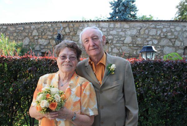Senioren Ehepaar im Garten